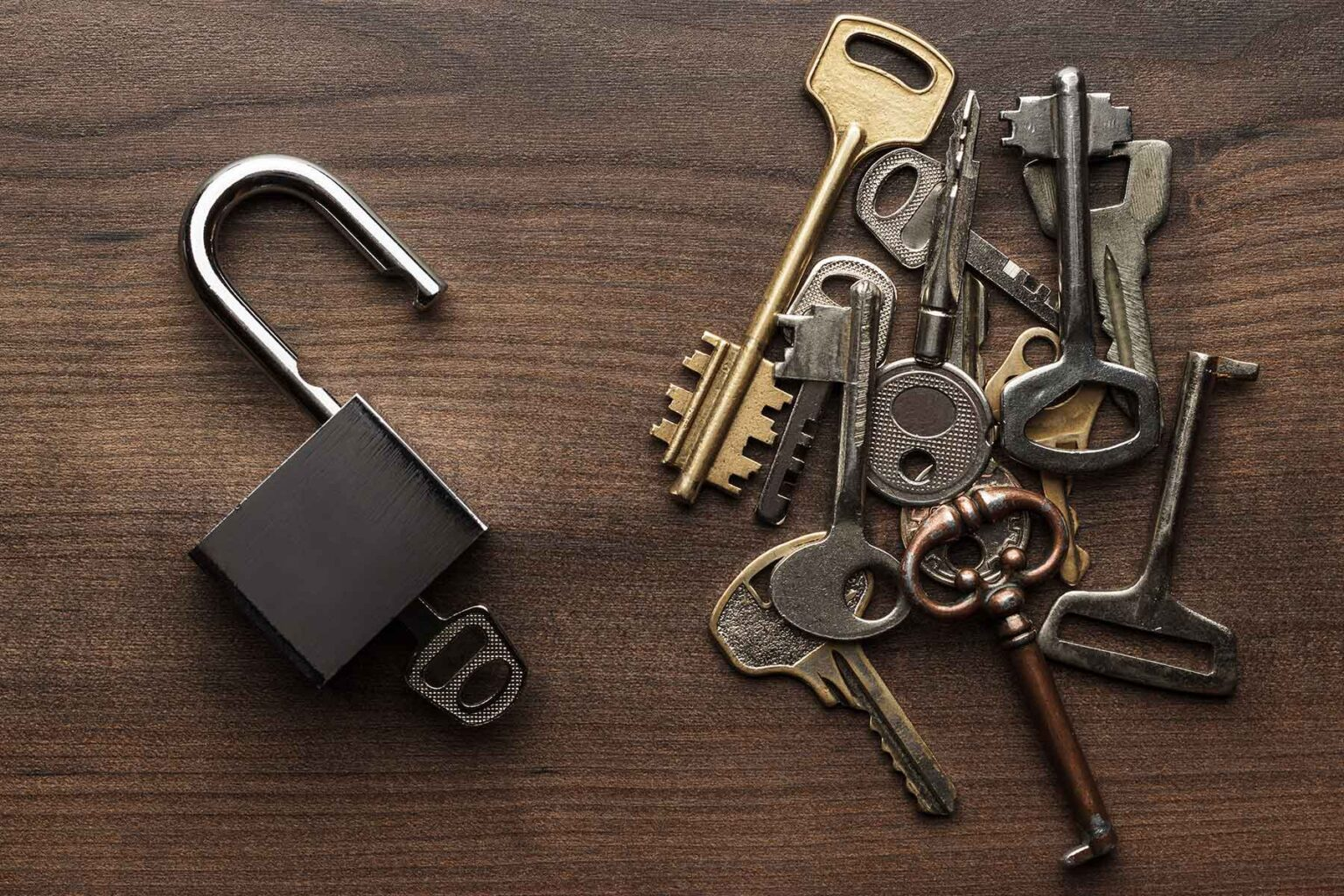 opened-check-lock-and-different-keys-concept-P55V4P3.jpg