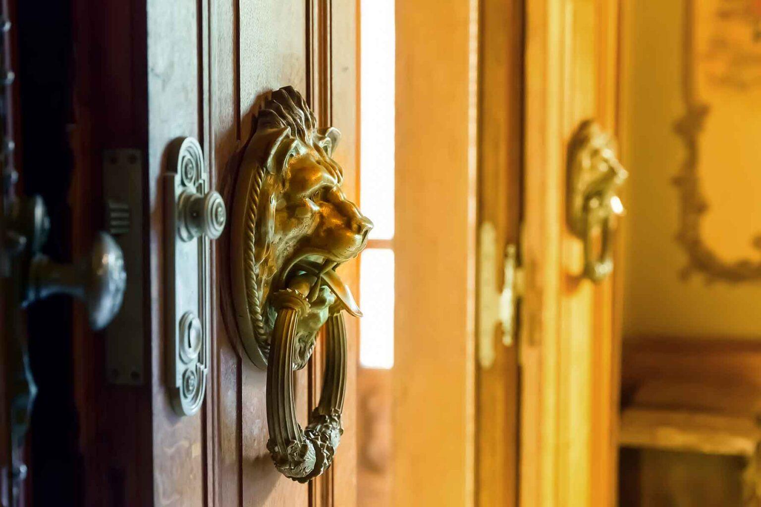 wooden-doors-P8TYLK4.jpg